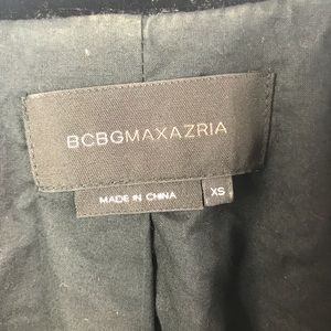 BCBGMaxAzria Jackets & Coats - BCBGMaxAzria deep V one-button blazer